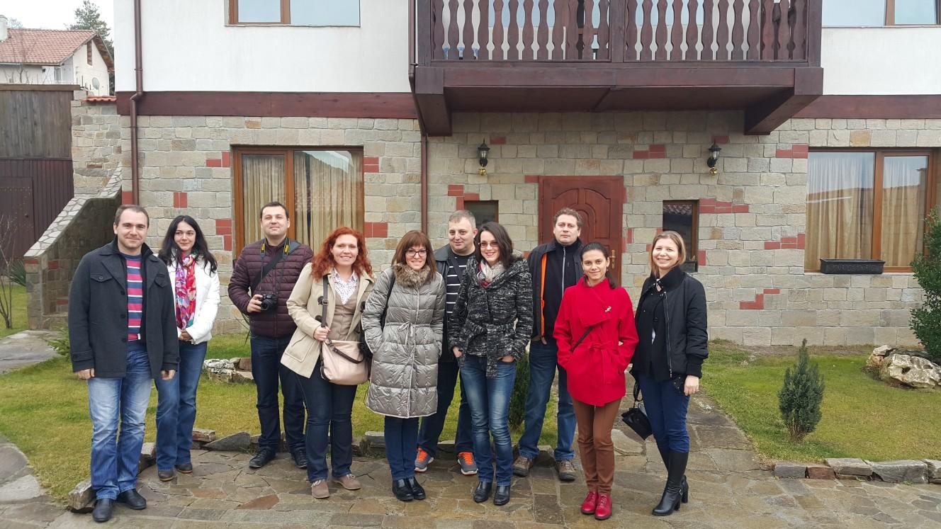 """Посетители пред къща за гости """"Кьосев"""""""